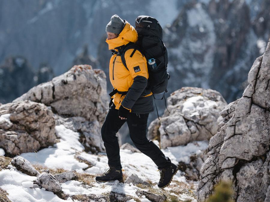 Chaussures d'alpinisme en utilisation au sommet